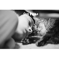 """Carte """"Gros Bisous"""" Enfant endormi et son chat, en Noir et Blanc"""