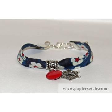 Bracelet liberty of London Mitsi bleu breloque rouge et roue bateau