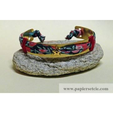 Bracelet Liberty Manchette en laiton doré 1 cm, cordon tissu Liberty Wiltshire rouge et passant étoile doré